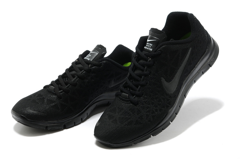 all black nike running shoes