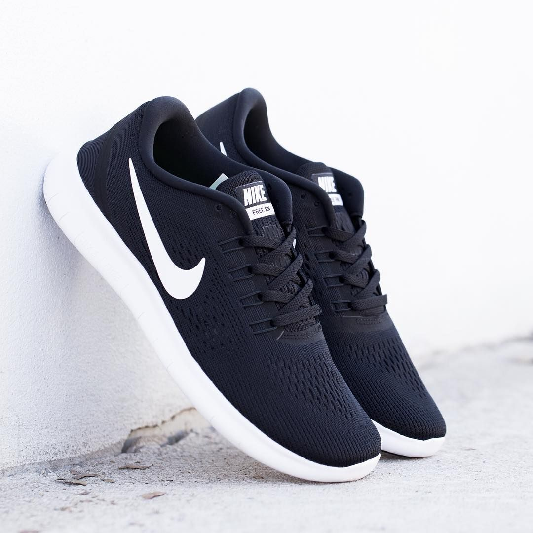 d29b756c8 black and white nike running shoes
