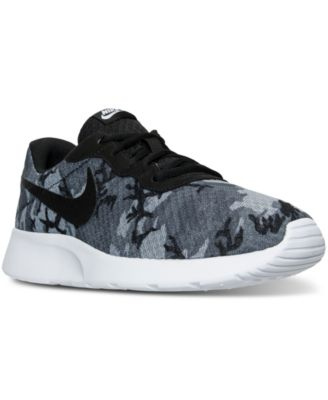 black nike sneakers for men