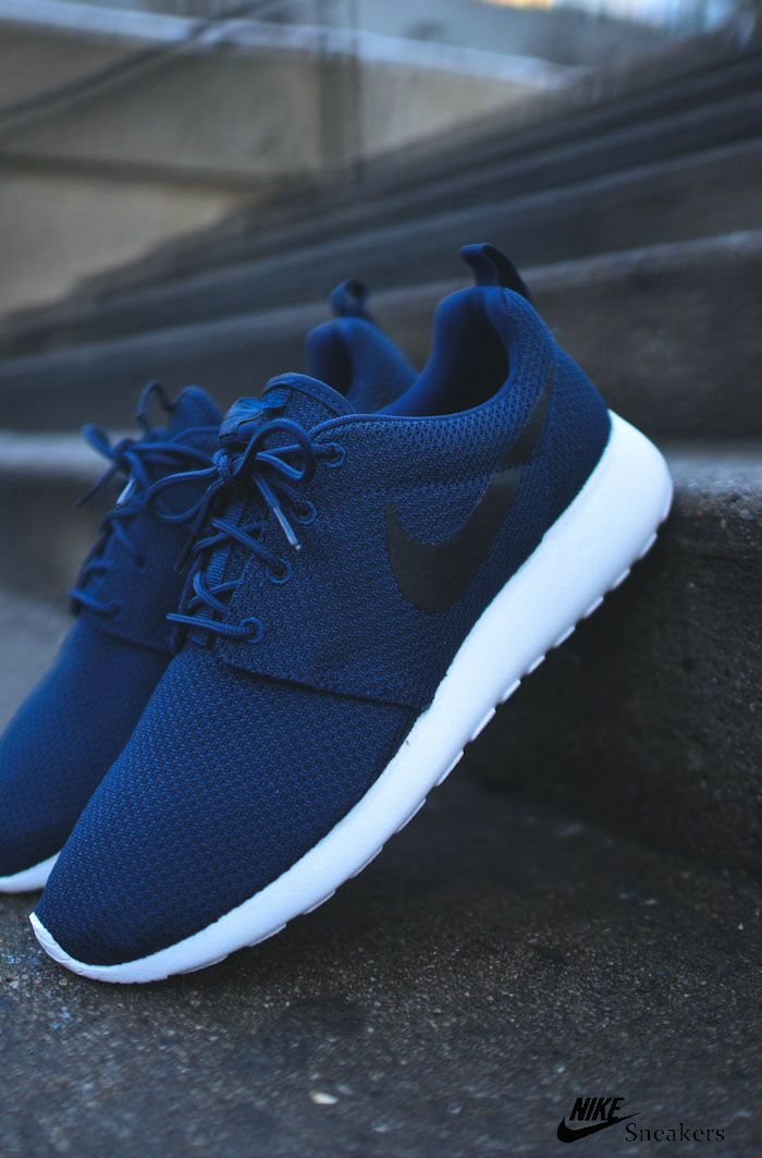 navy blue nike shoes