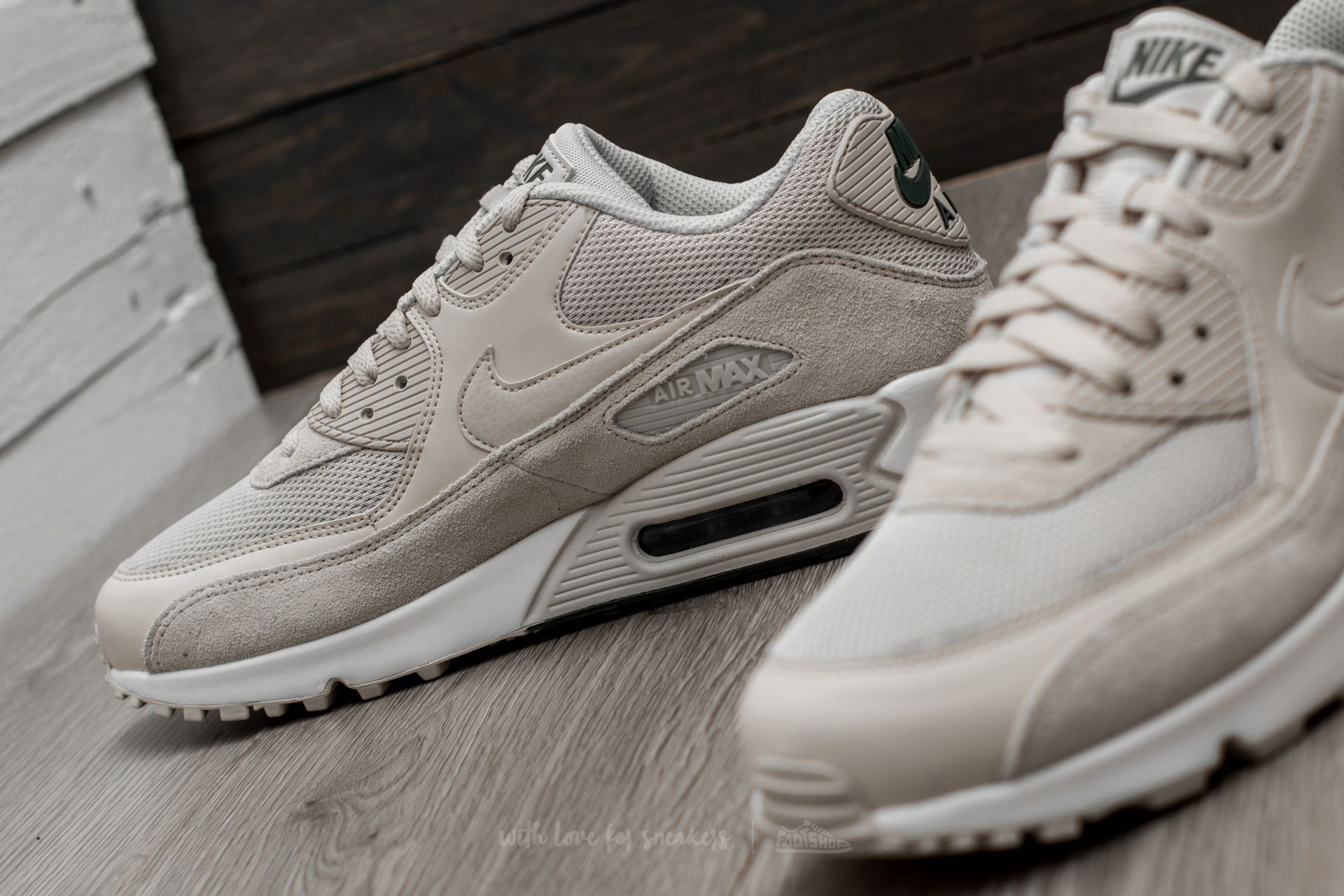 best sneakers 2f21e 915cb nike air max 90 essential