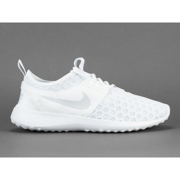 white nike running shoes mens